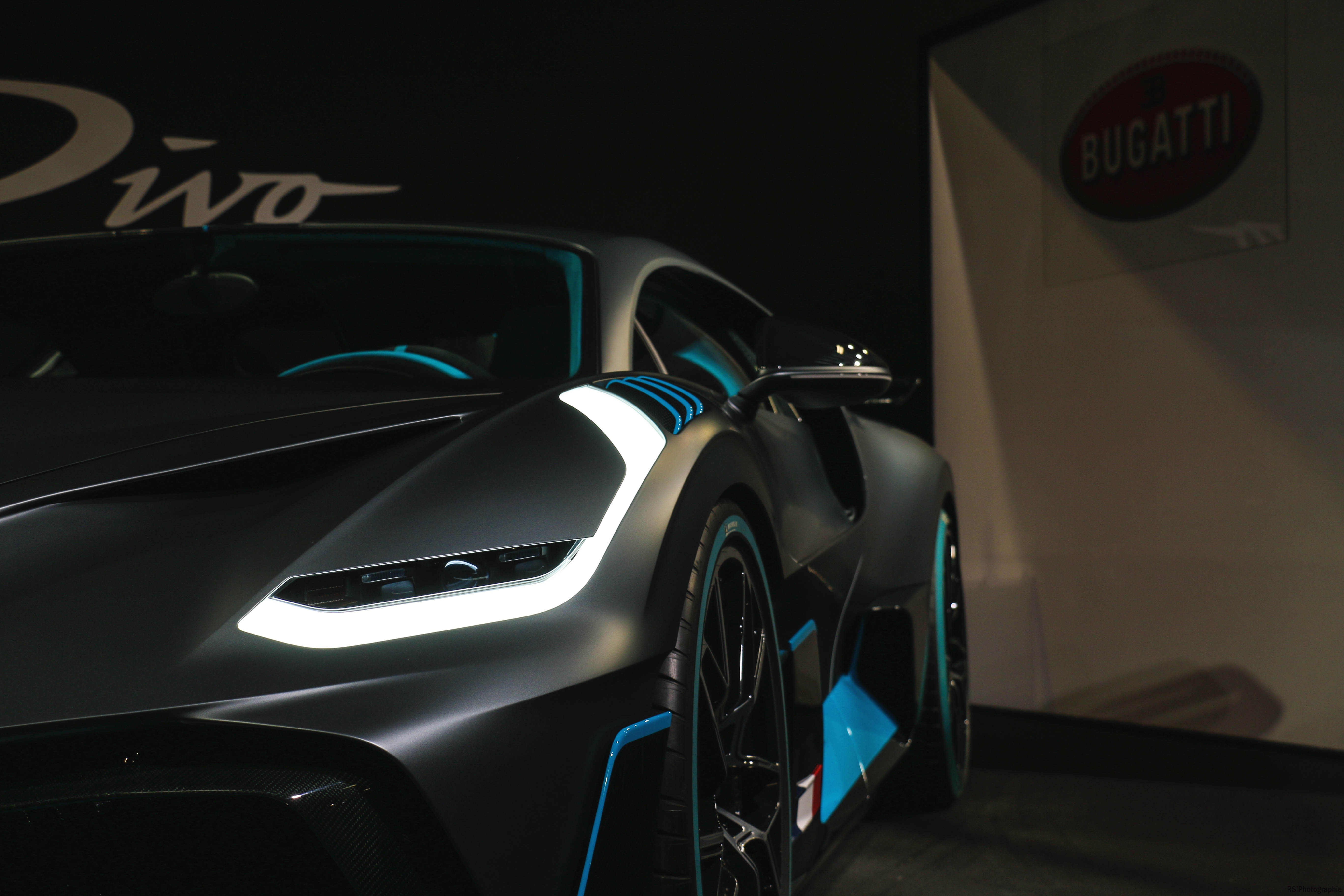 Bugatti Divo - front light - Paris Motor Show - 2018 - Mondial Auto - photo by Arnaud Demasier RS Photographie