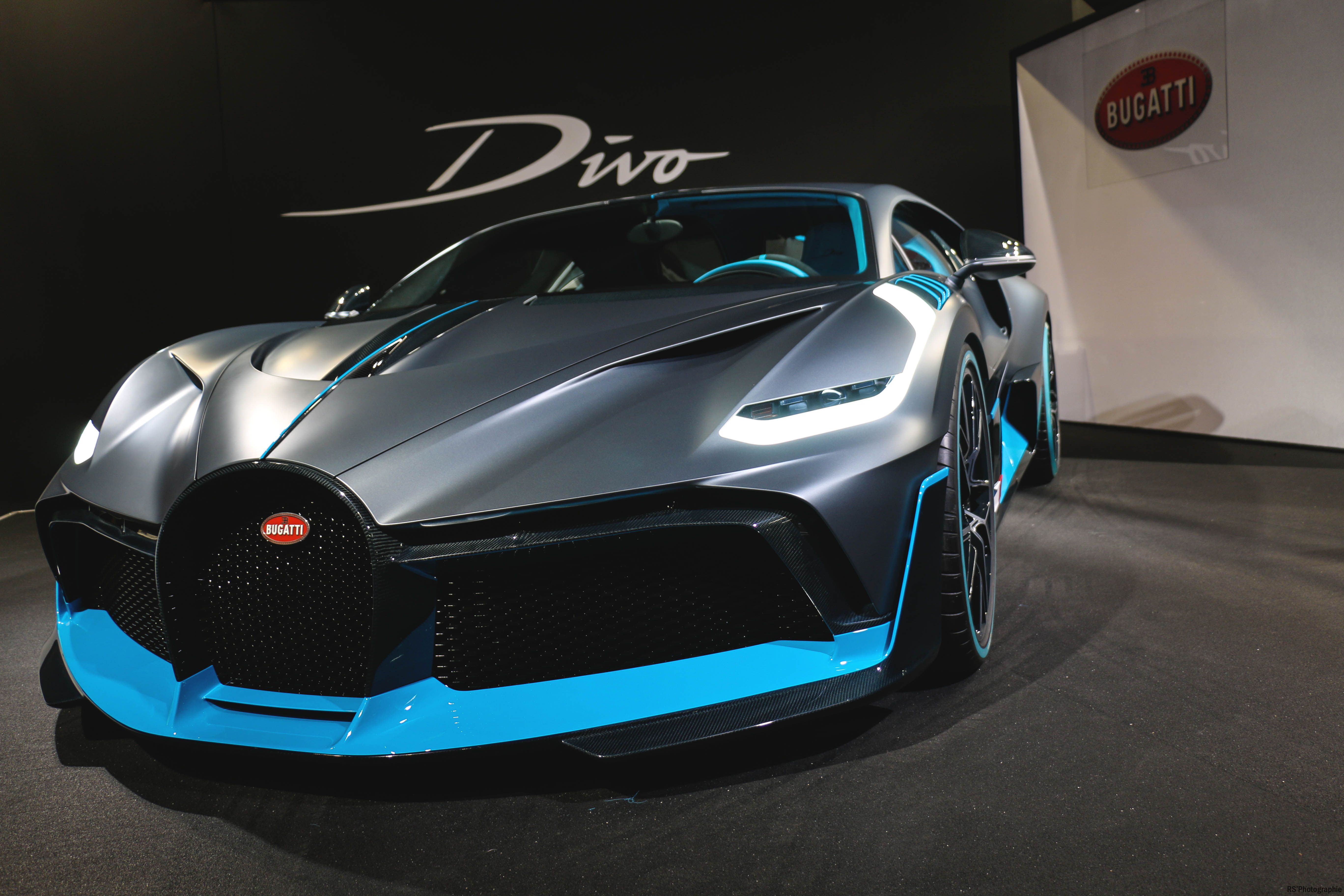 ugatti Divo - side view - Paris Motor Show - 2018 - Mondial Auto - photo by Arnaud Demasier RS Photographie