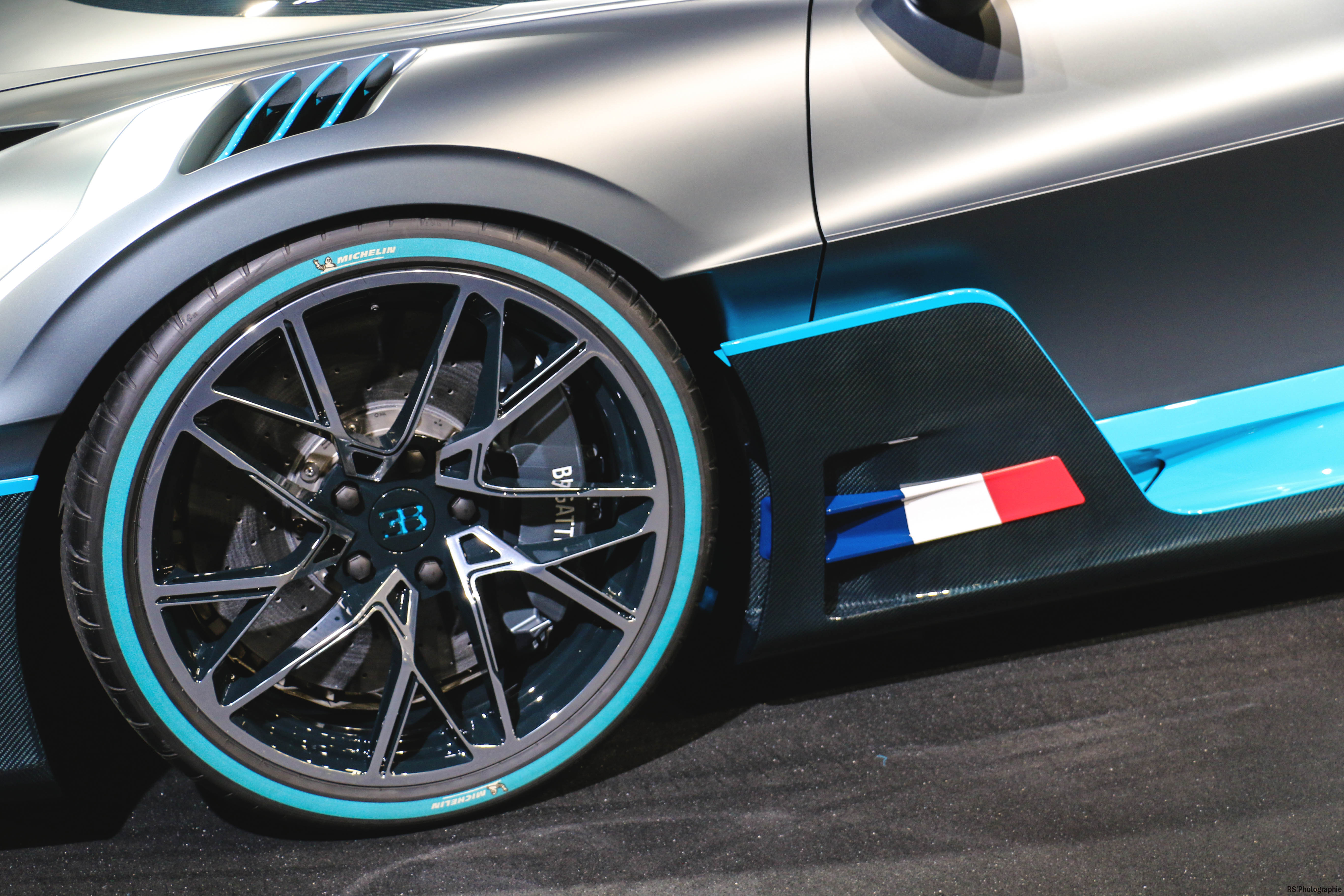 Bugatti Divo - front wheel - Paris Motor Show - 2018 - Mondial Auto - photo by Arnaud Demasier RS Photographie