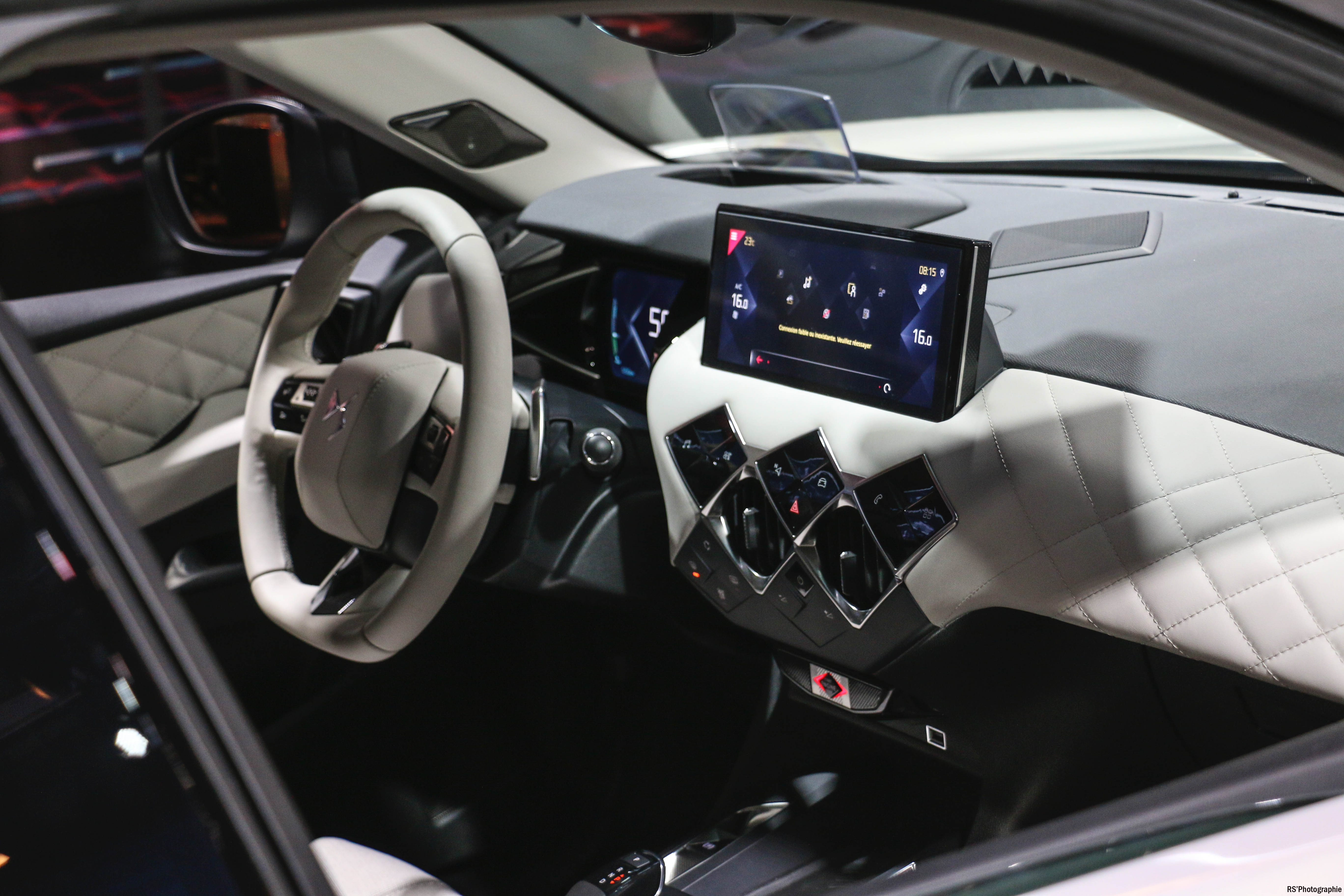 DS 3 Crossback E-Tense - interior - Paris Motor Show - 2018 - Mondial Auto - photo by Arnaud Demasier RS Photographie