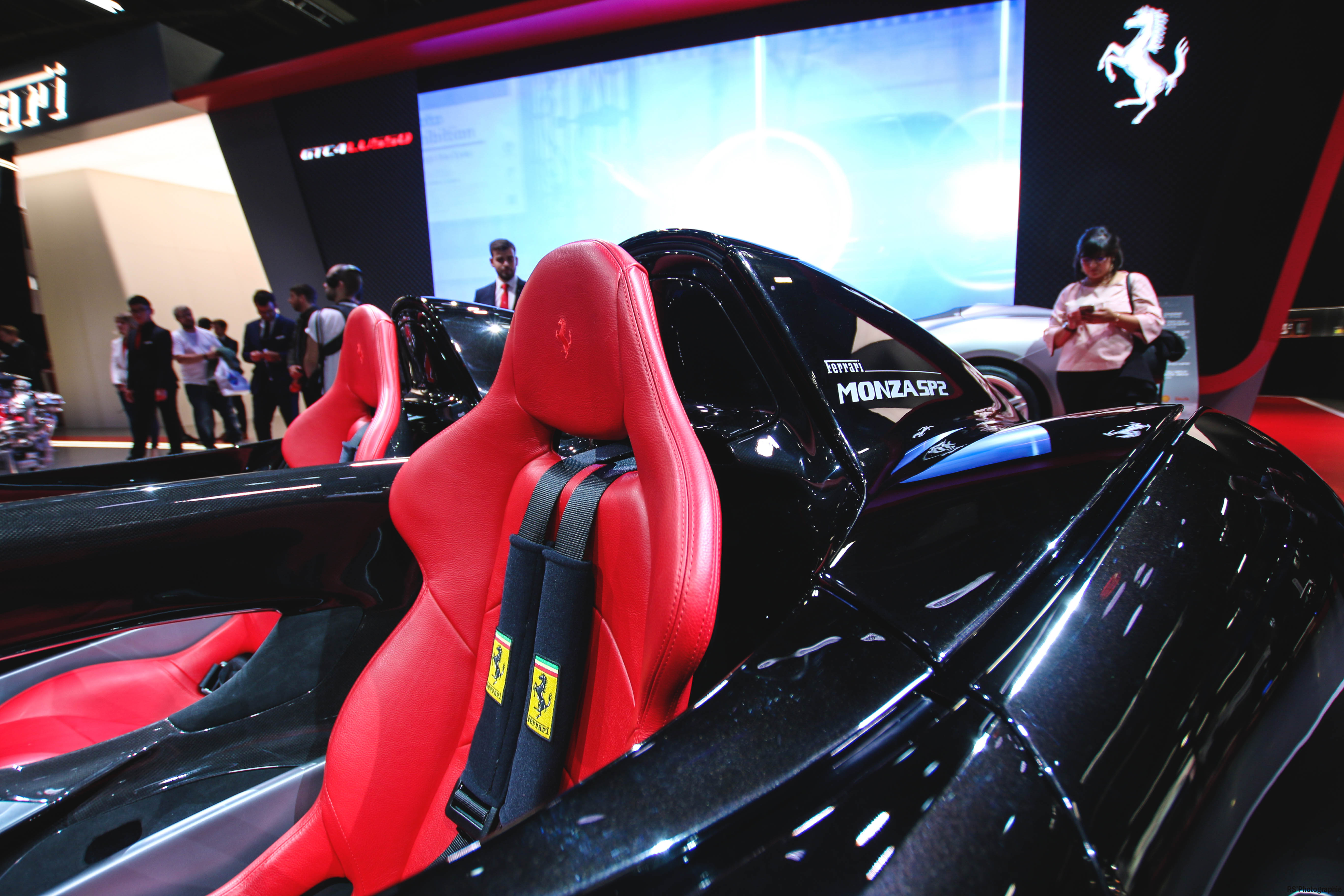 Ferrari Monza SP2 - seats - Paris Motor Show - 2018 - Mondial Auto - photo by Arnaud Demasier RS Photographie