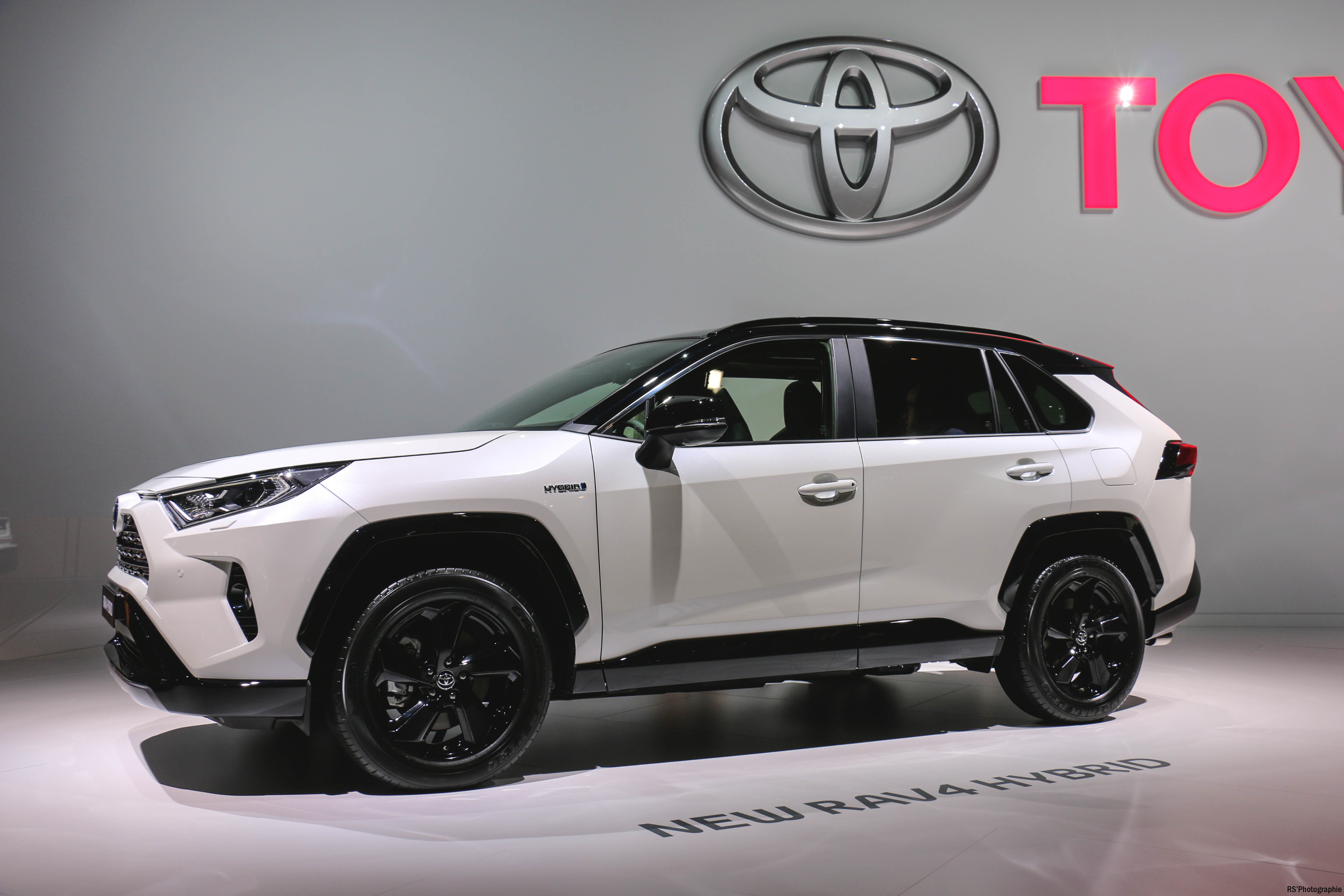 Toyota RAV4 Hybrid - Paris Motor Show - 2018 - Mondial Auto - photo by Arnaud Demasier RS Photographie