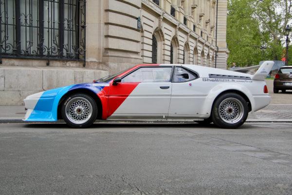 BMW M1 livrée Procar 1979 - side-face - aux abords du Grand Palais - Tour Auto 2019 - photo Ludo Ferrari