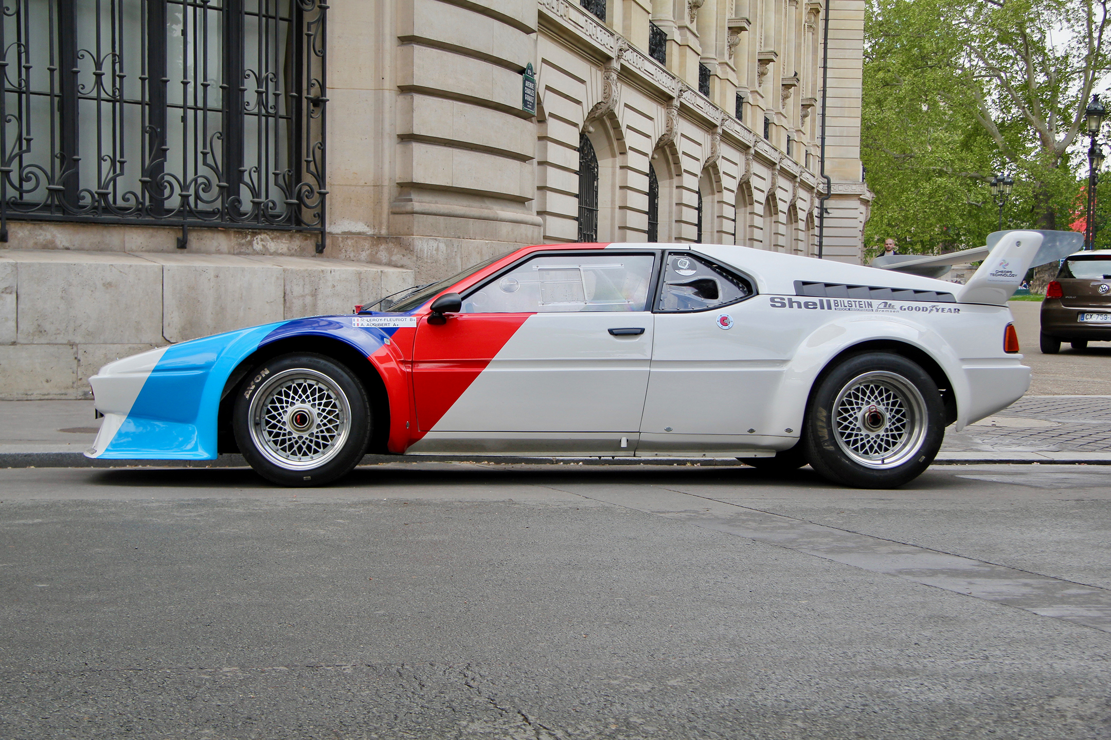 BMW M1 livrée Procar 1979 - side-face - aux abords du Grand Palais - Tour Auto 2019 - photo Ludo Ferrari