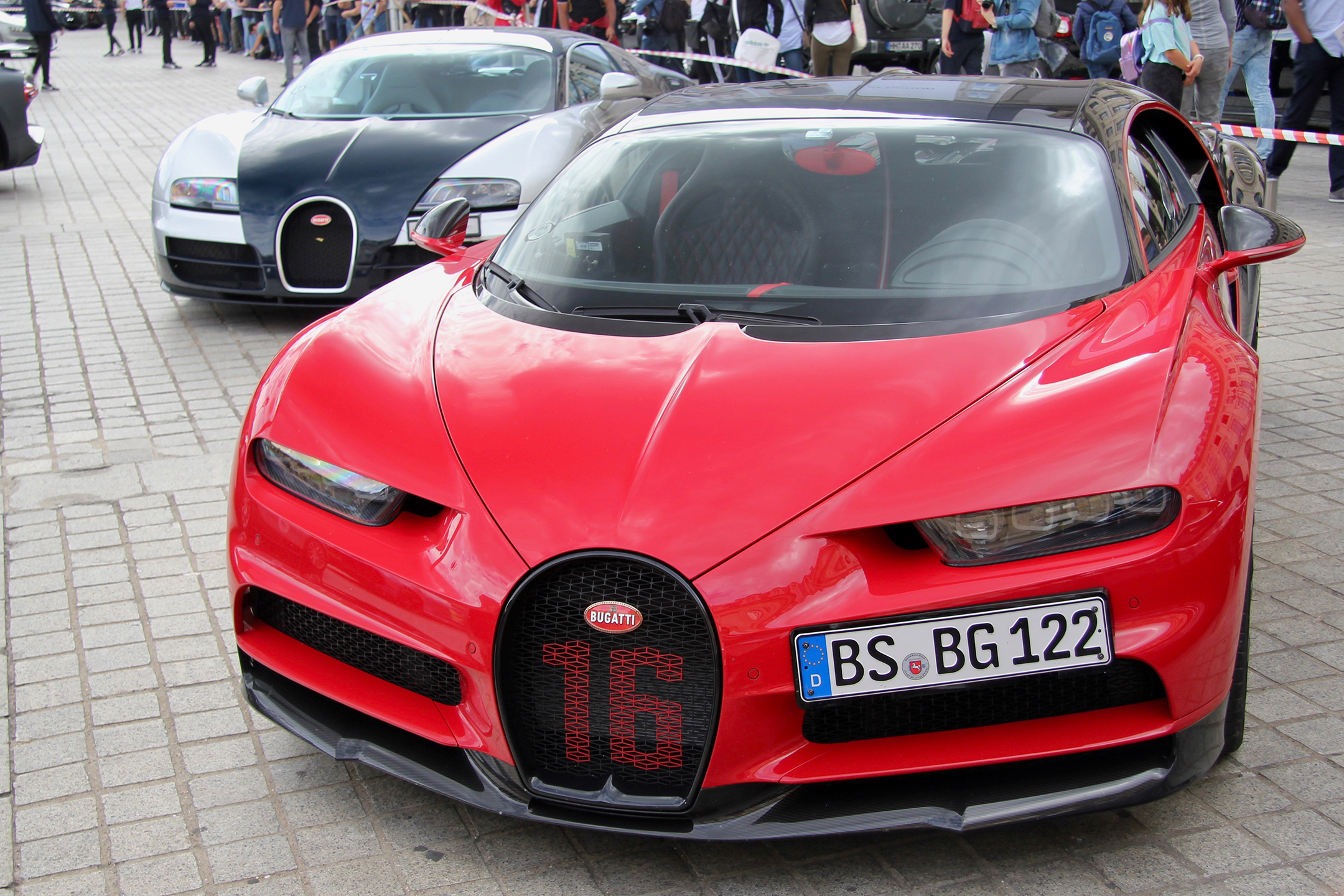 Bugatti Automobiles W16 rouge livery - Grand Tour 2019 - Paris - photo Ludo Ferrari