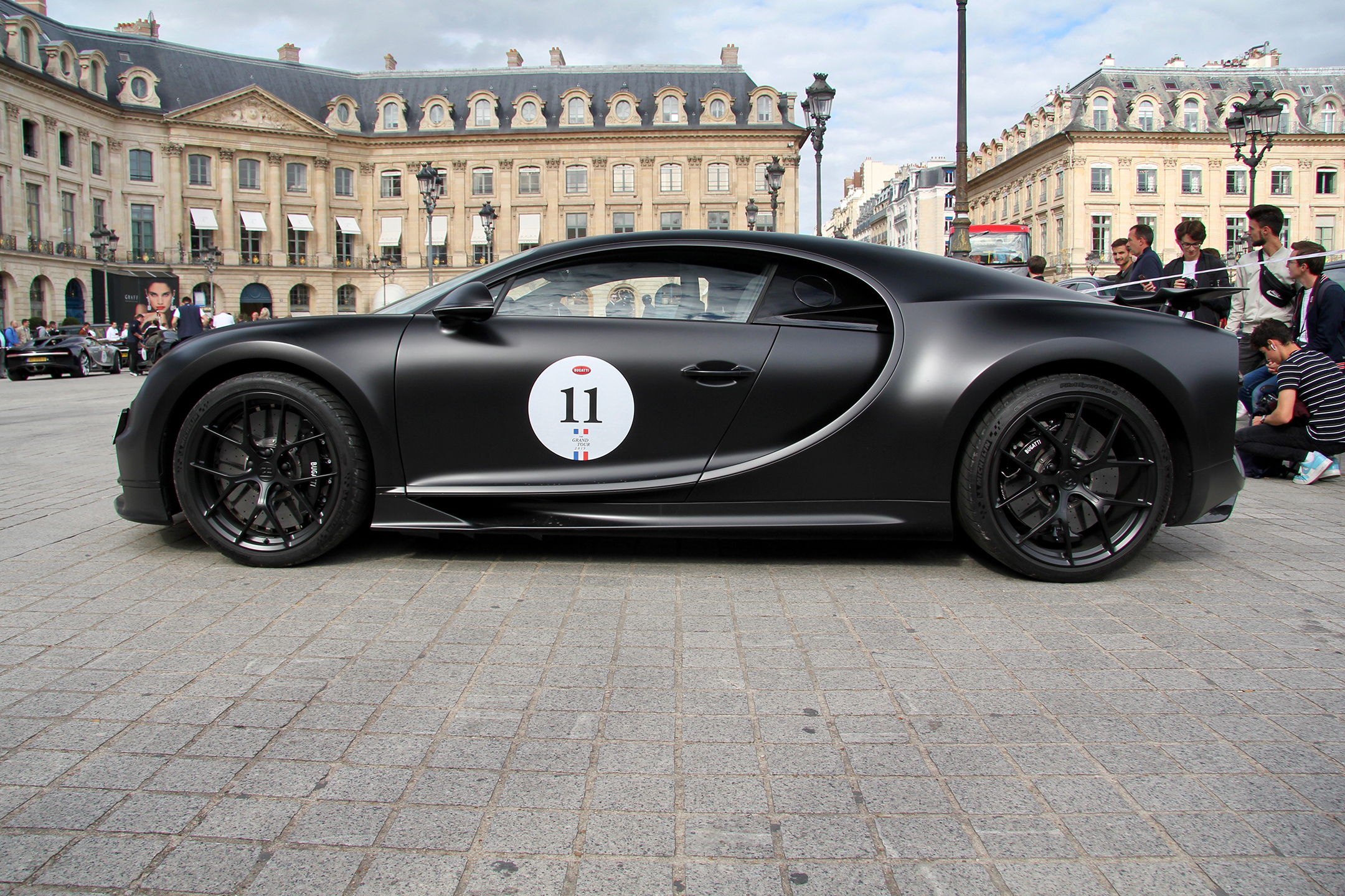 Bugatti Automobiles - full black livery side-face - Grand Tour 2019 - Paris - photo Ludo Ferrari