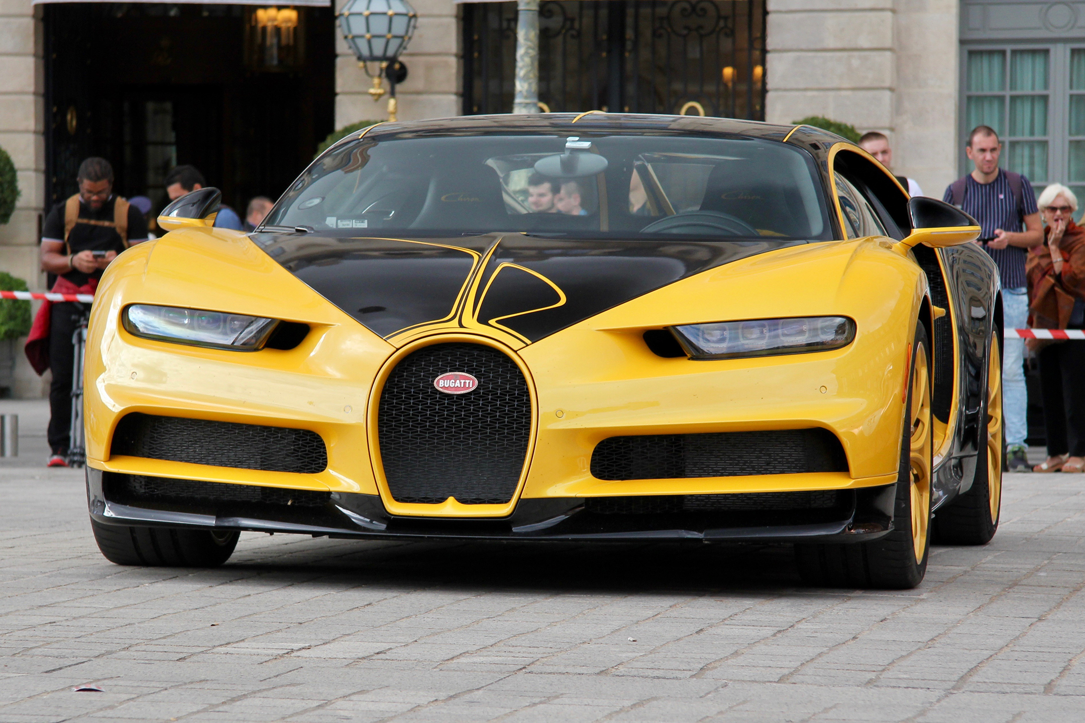 Bugatti Automobiles - yellow n black livery- Chiron - W16 - Grand Tour 2019 - Paris - photo Ludo Ferrari