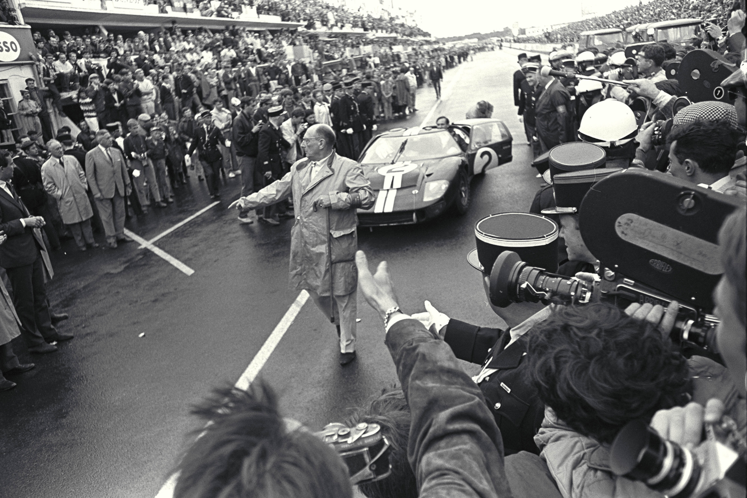Ford GT40 - Bruce McLaren - victory 24 Hours of Le Mans - 1966 - photo via Ford Motor Company