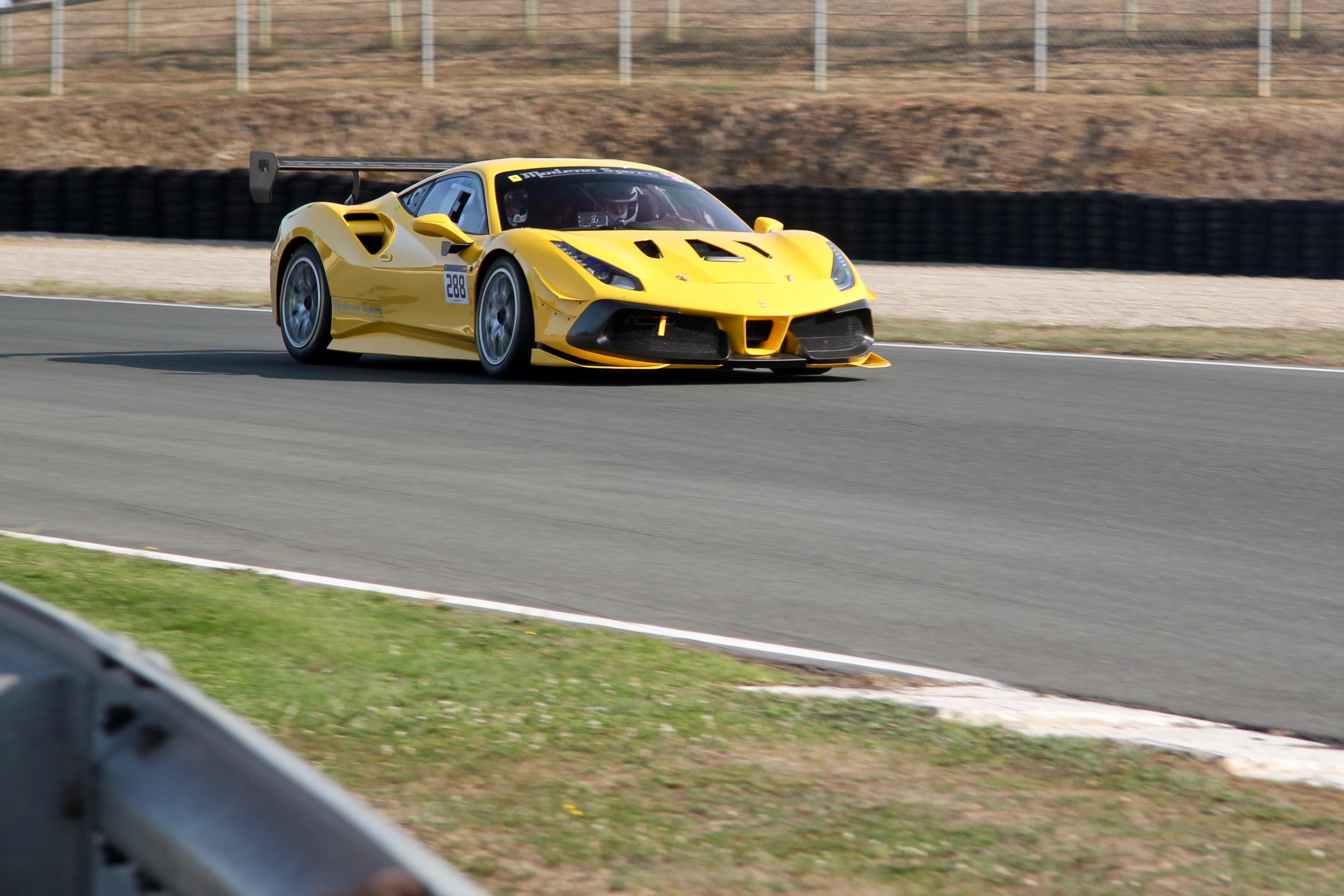 Ferrari 488 Challenge Evo - front side-face / profil avant - Circuit du Vigeant - Sport et Collection - 2020 - photo Ludo Ferrari