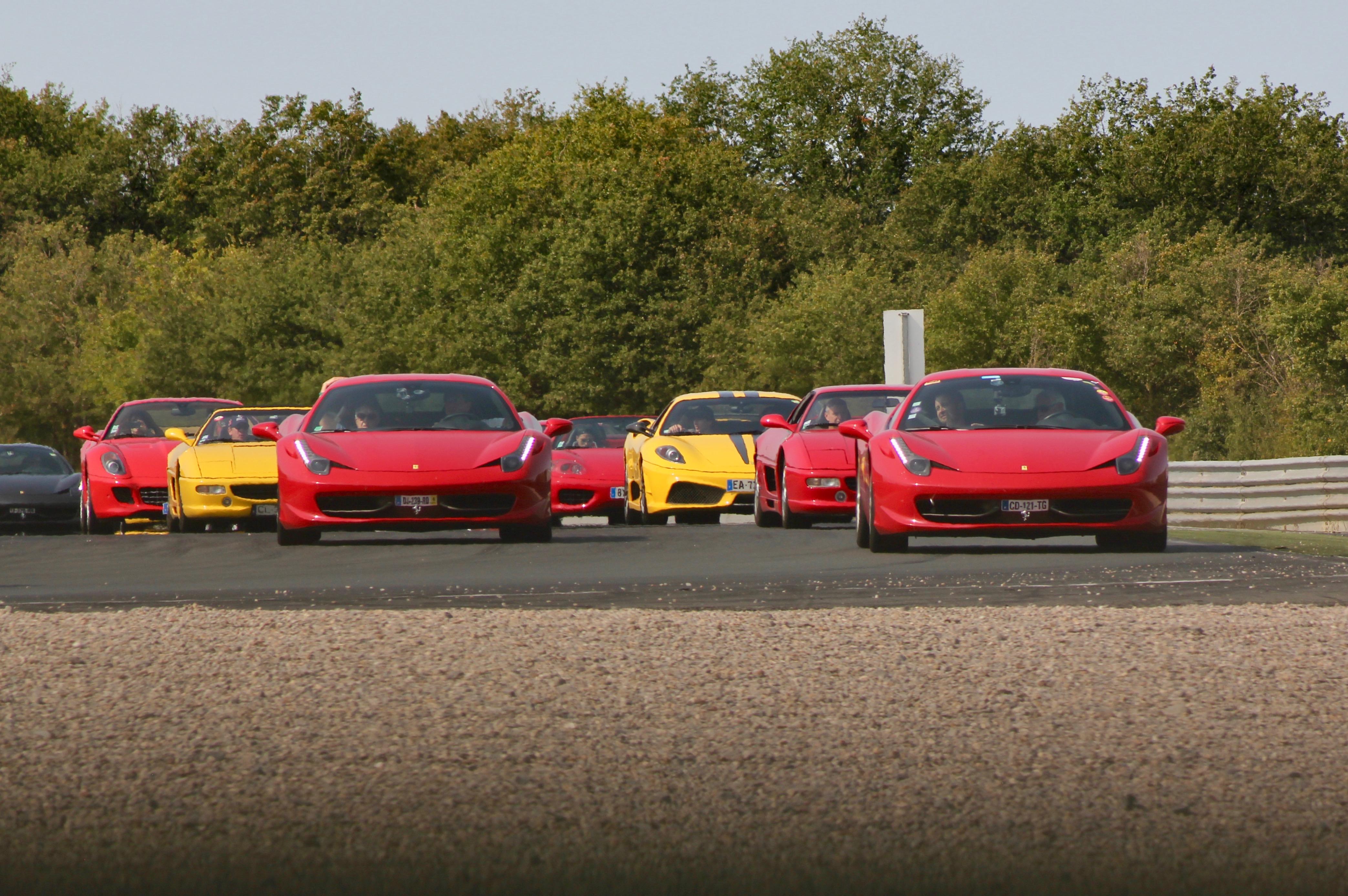 Ferrari - automobiles - front / avant - Circuit du Vigeant - Sport et Collection - 2020 - photo Ludo Ferrari