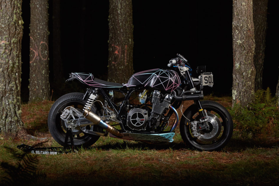 Big Bad Wolf - El Solitario custom Yamaha XJR1300 - side-face