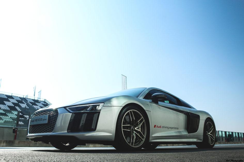 Audi R8 V10 Plus - profil avant / front side-face - photo Arnaud Demasier