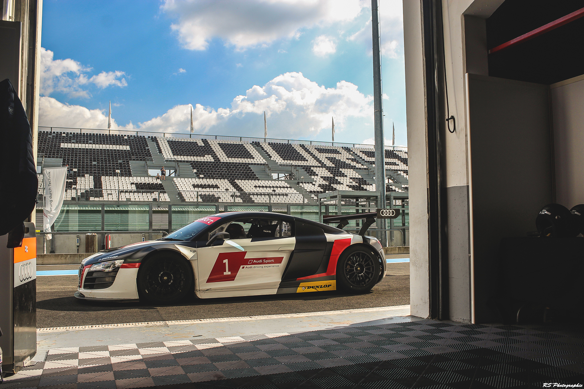 Audi R8 LMS GT3 -pitlane - profil / side-face - photo Arnaud Demasier
