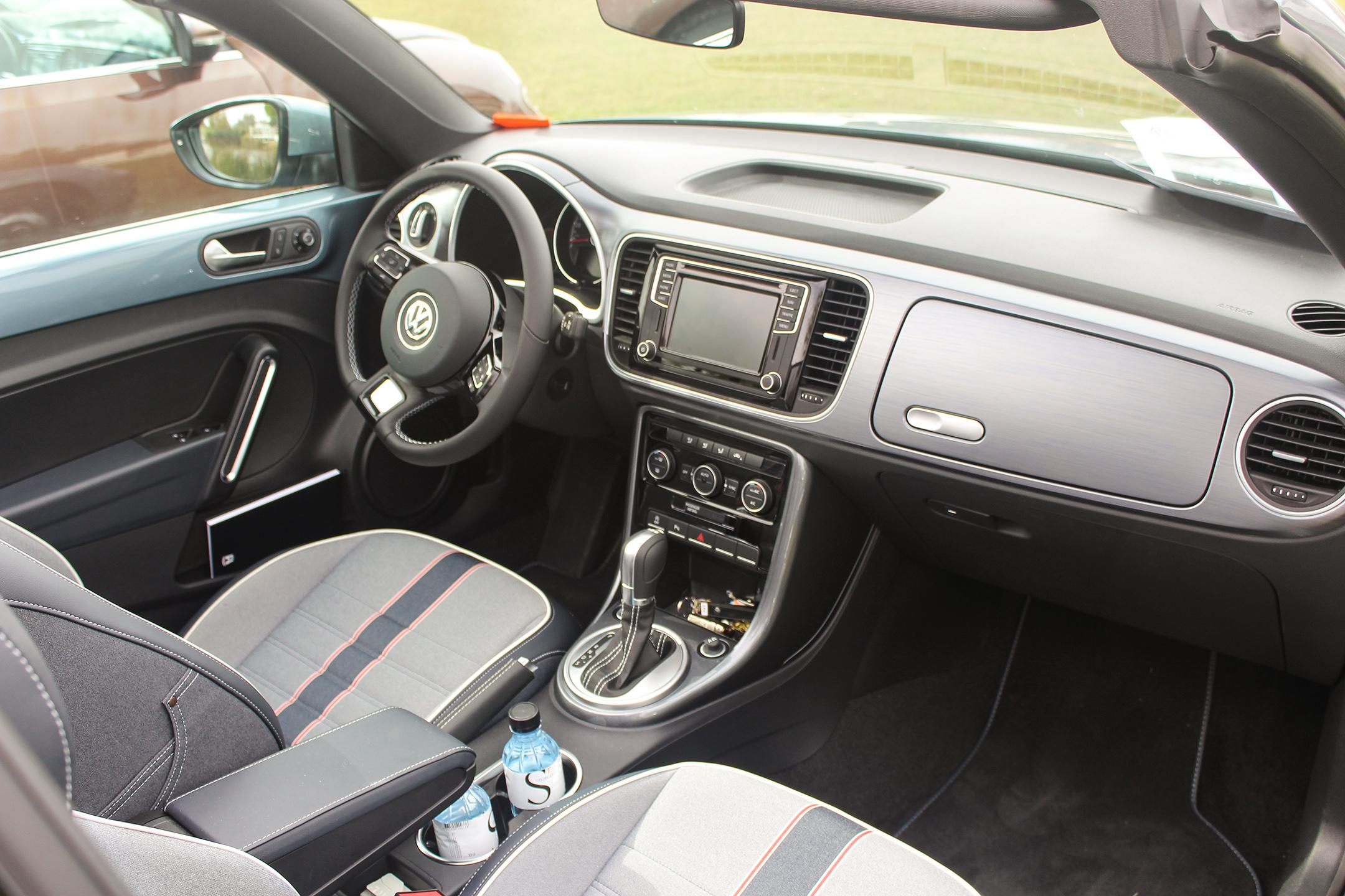 vwcox15-volkswagen-coccinelle-denim-cabriolet-interieur-arnaud-demasier-rsphotographie