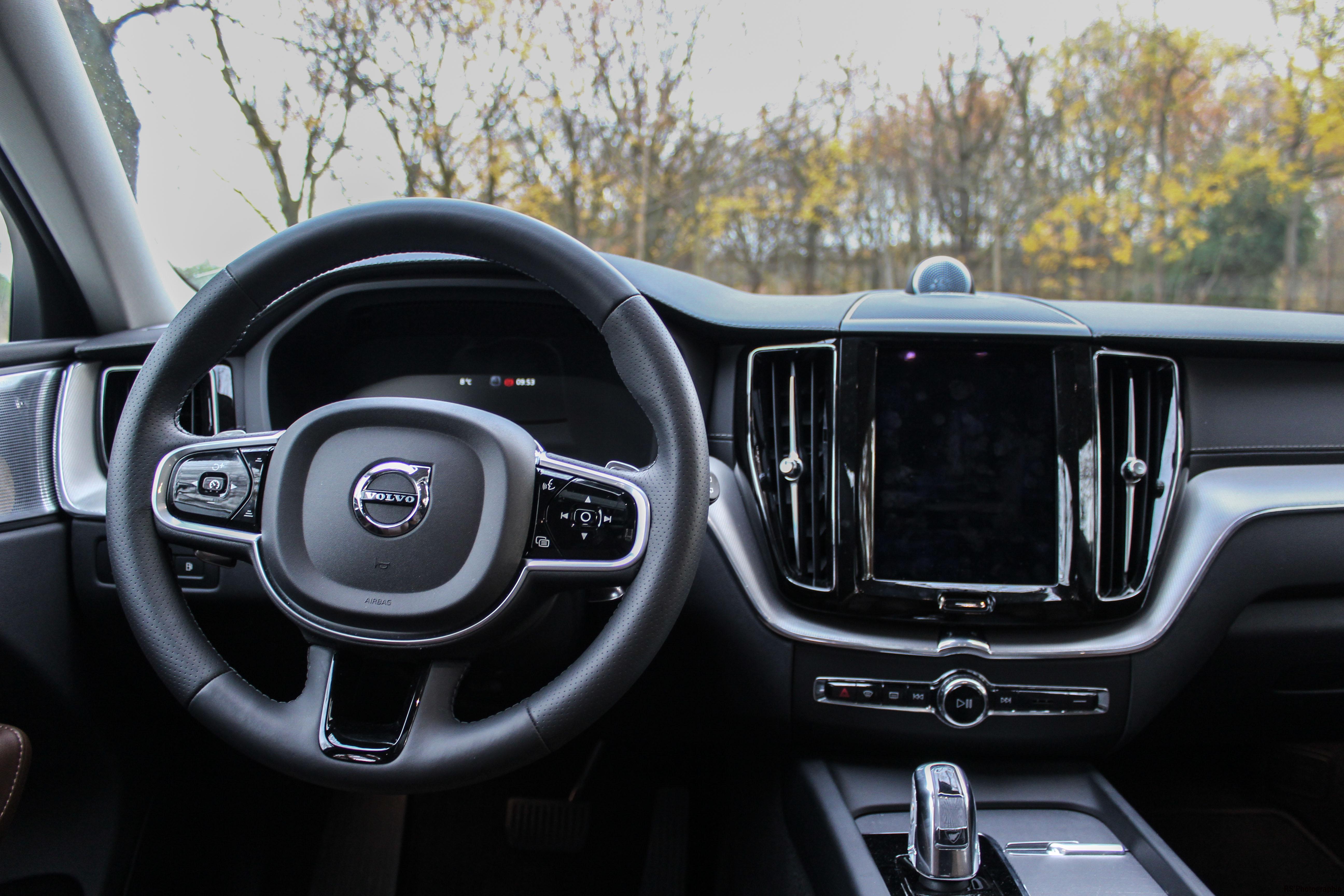 Volvo xc60 t8 hybride le nouveau hybride rechargeable for Volvo xc60 interieur