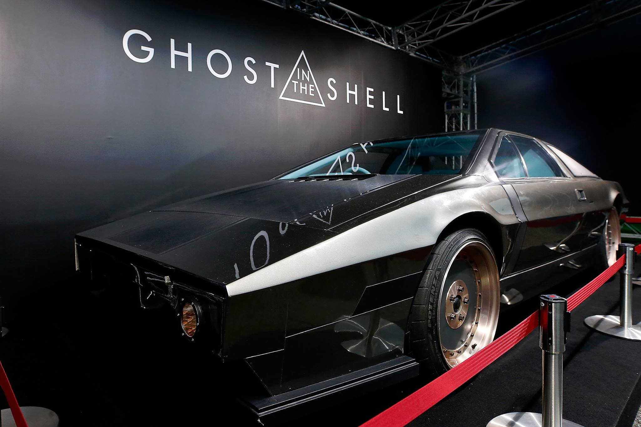 Lotus Esprit - front-face - Ghost-in the Shell - 2017
