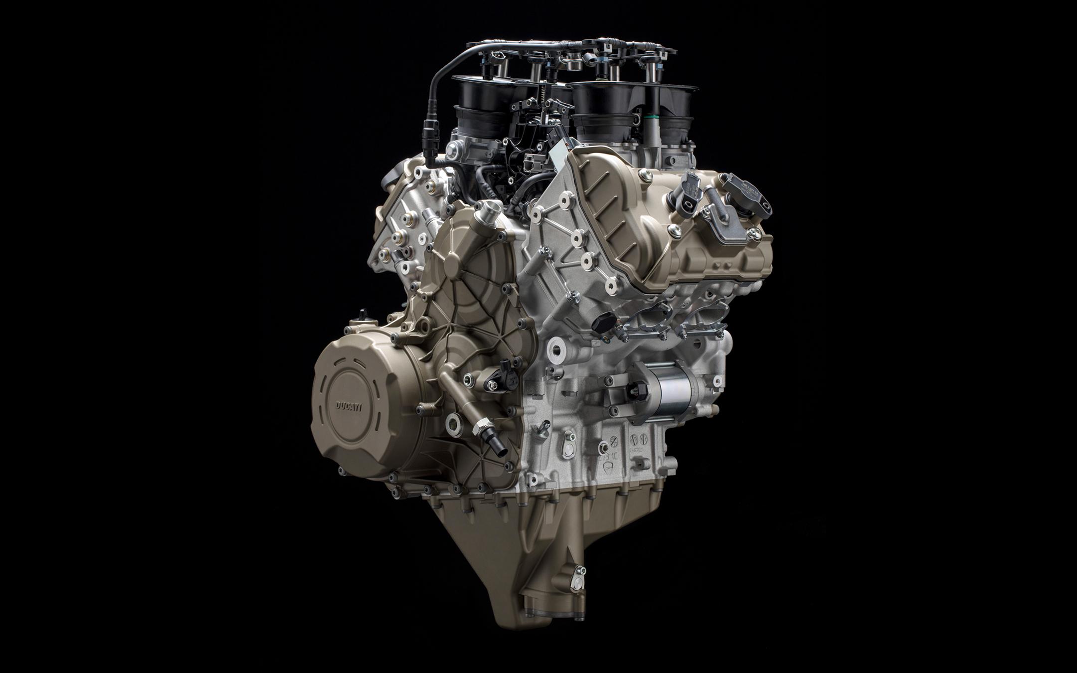 Ducati Panigale V4 - 2018 - Desmosedici Stradale - view engine