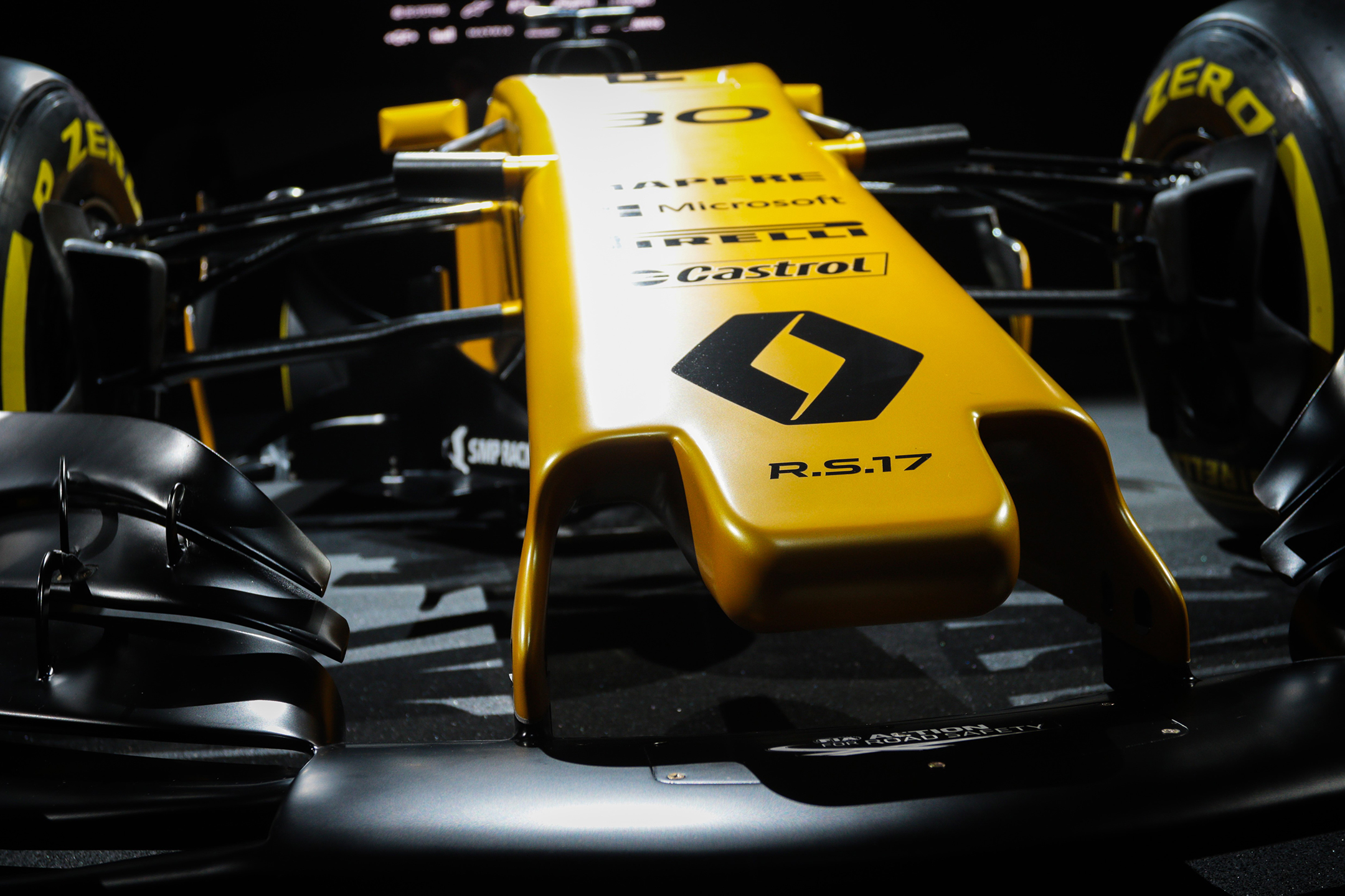 F1 R.S.17 - launch - reveal livery - zoom - front
