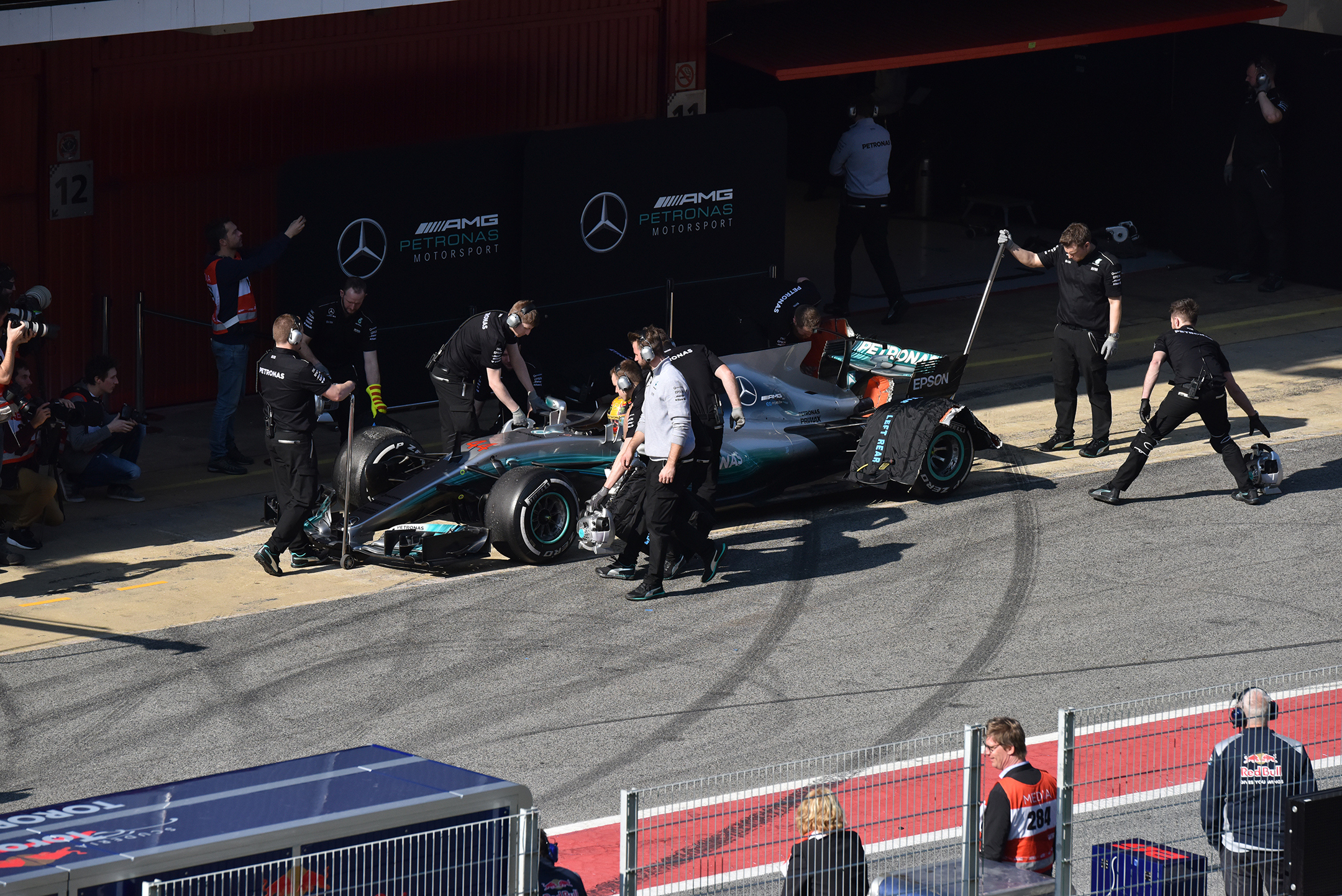 F1 Testday pitstop - 2017 - Mercedes-AMG F1 W08 - photo by Jacques Denis - Team DESIGNMOTEUR
