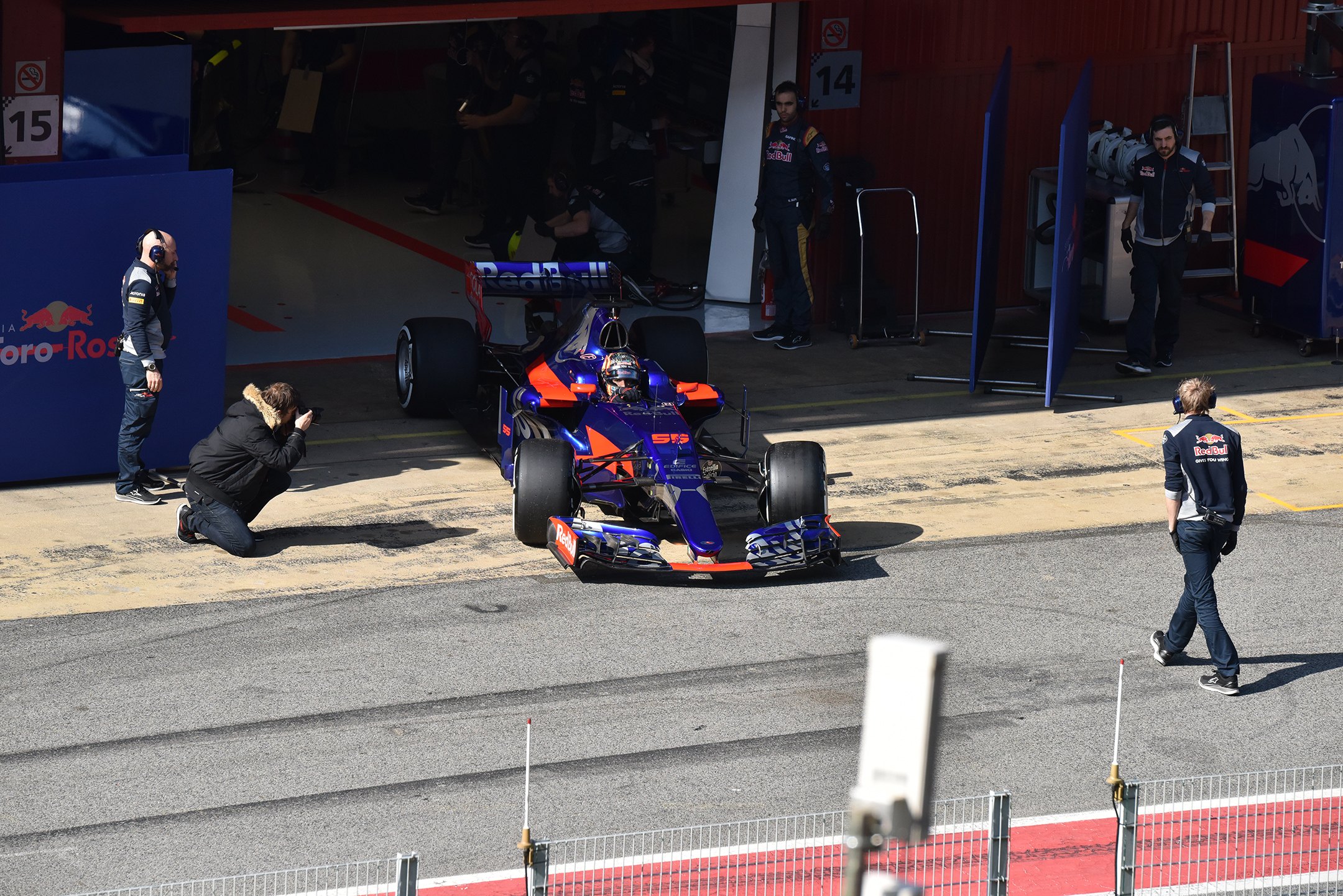F1 Testday start - 2017 - Scuderia Toro Rosso F1 STR12 - photo by Jacques Denis - Team DESIGNMOTEUR