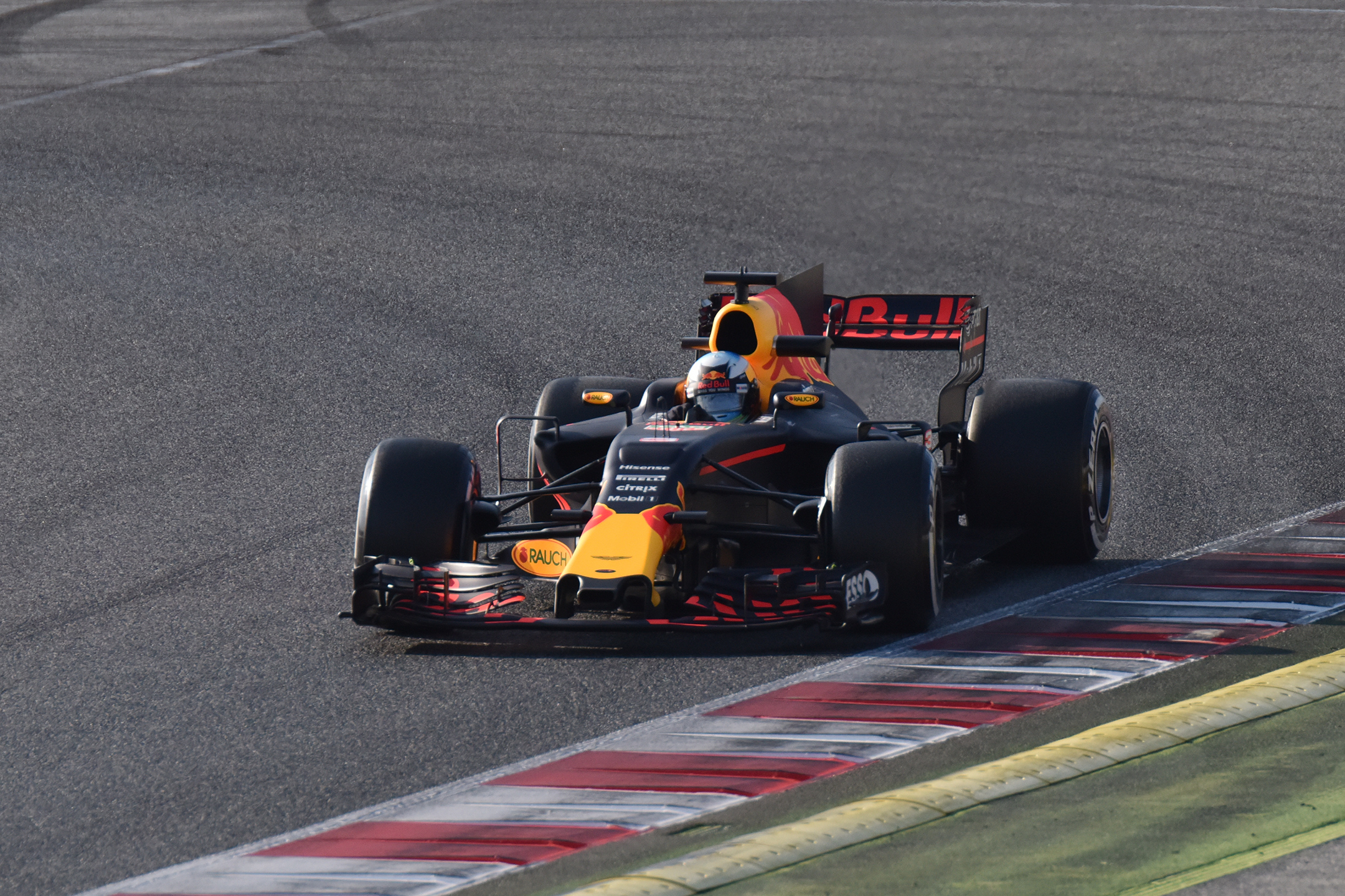 F1 Testday track BCN-CAT - front - 2017 - Red Bull Racing RB13 - photo by Jacques Denis - Team DESIGNMOTEUR