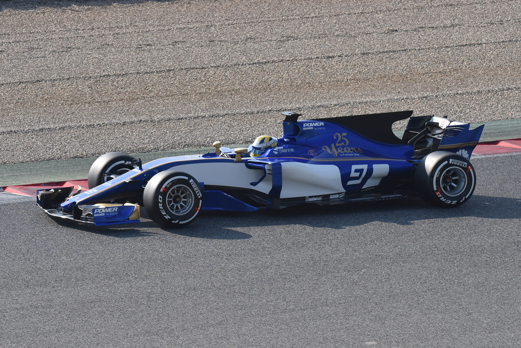 F1 Testday track BCN-CAT - side-face - 2017 - Sauber F1 Team C36 - photo by Jacques Denis - Team DESIGNMOTEUR